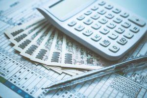 ファクタリングの会計処理、仕訳の方法とは?勘定科目と消費税も解説